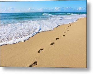 sand-footprints-pacific-ocean-surf-dszc-300x239